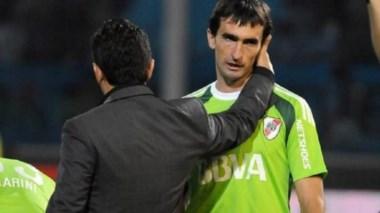 Hubo una gan ovación para Barovero al entrar al Monumental ante Independiente del Valle.