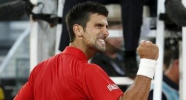 Novak Djokovic sufre pero se carga a Nishikori y estará en la final de Madrid.