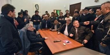 Charla. El mandatario presidió un diálogo con la dirigencia sindical en Sarmiento y hubo advertencias.