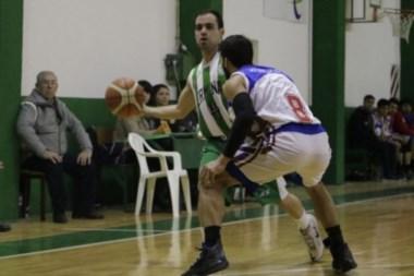 Cárdenas conduce el ataque de Germinal. Fue una de las figuras del partido.