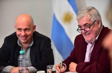 Sonrisas. El intendente y el gobernador tras un nuevo acuerdo de fondos para obras en Puerto Madryn.