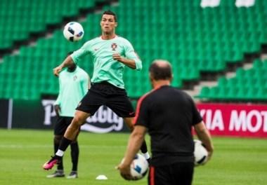 Cristiano Ronaldo en el entrenamiento con Portugal.