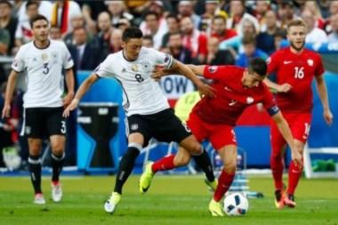 Alemania y Polonia igualaron sin goles y ambos comparten la punta del Grupo C.