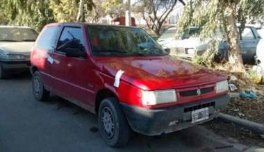 El auto secuestrado por la Policía tras el procedimiento cerrojo.