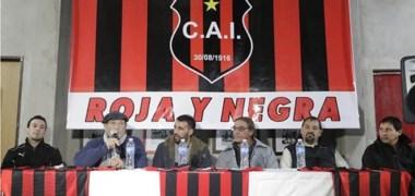 Presentación oficial del flamante DT de Independiente. El preparador físico Martín Blom, el presidente del club Juan Carlos Chachero y el flamante entrenador Federico Sardón.