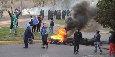Con quema de gomas los manifestantes se mantuvieron en los principales accesos durante toda la mañana.