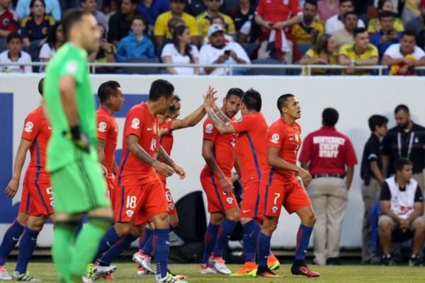Chile sacó ventaja de dos goles en la primera parte en Soldier Field.