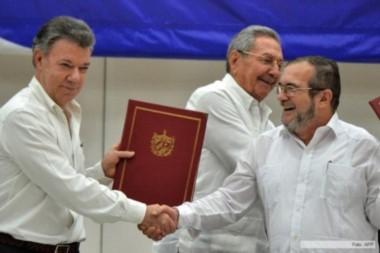 ¿Pax Americana? Juan Manuel Santos estrecha la diestra de Rodrigo Longroño, alias