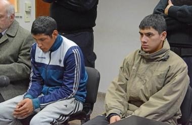 Maximiliano Almonacid y Alexis Arroyo ayer. Recuperaron la libertad pero siguen ligados a la causa.