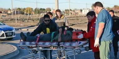 Internado. Una postal de la atención médica en el lugar del accidente, minutos después del episodio.