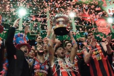 El festejo del plantel y dirigentes de San Lorenzo por su primer Liga Nacional.