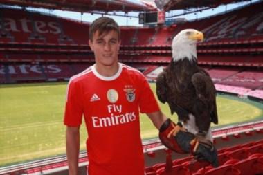 Franco Cervi fue presentado como nuevo jugador del Benfica.