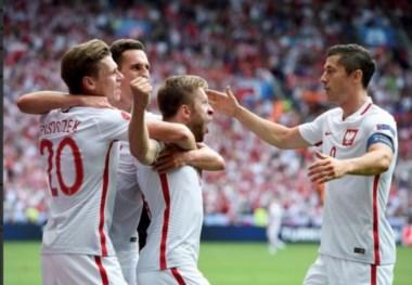 Polonia clasifica a cuartos de final tras despachar a Suiza en los penales.