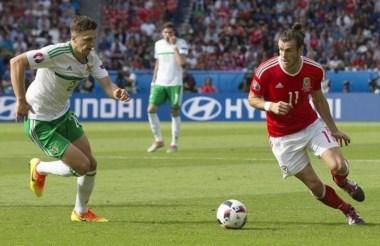 Con un con gol en contra, tras centro de Bale, Gales supera a Irlanda del Norte y avanza en la Euro.
