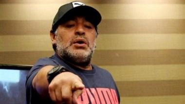 """Maradona: """"Messi merece respeto. Hay mucho boludo en este país que opina y nunca pateó una pelota en su vida""""."""