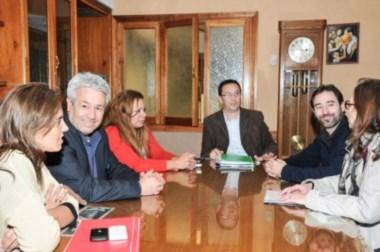 Maderna reunido con autoridades de la casa de altos estudios.