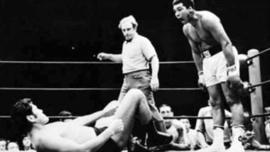 El show de Muhammad Alí arriba del ring: burlas, bailes y provocaciones.