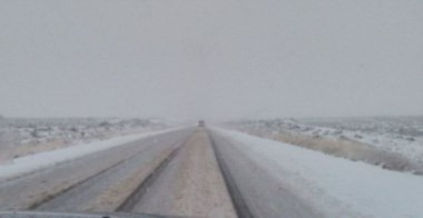 La nieve complica el tránsito en Chubut. (Foto: W. Flores)