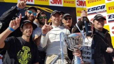 """""""Caíto"""" Risatti se quedó con la victoria en la carrera de larga duración que realizó el Top Race en Termas."""