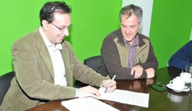 Adrián Maderna y Fabián Gómez Lozano rubricaron ayer el acuerdo.
