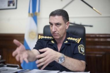 El controvertido jefe policial Pablo Bressi en su escritorio.
