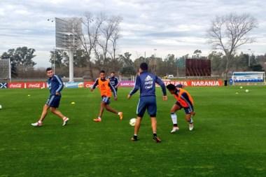 Un ensayo de fútbol para los de Olarticoechea, con quienes colabora el seleccionado Sub 20.