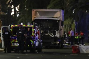 Al menos 73 muertos en Niza en un ataque terrorista tras ser arrollados por un camión.