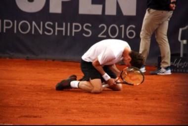 Renzo Olivo le gana a Kohlschreiber y se mete en semi del certamen alemán.
