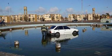 El automóvil quedó dentro de una fuente abandonada, ubicada en el sector este de Trelew.