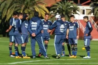 El Vasco en plena charla con sus jugadores.
