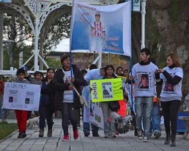 La gente se concentró en la glorieta de la plaza Independencia desde donde marcharon hacia tribunales.