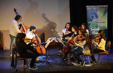 La orquesta infanto juvenil de barrio Inta, interpretó tres temas durante el acto en el Teatro Verdi.