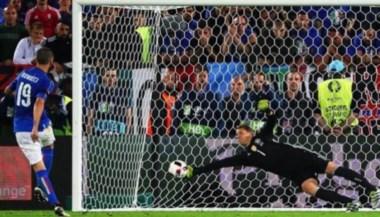 Neuer se tomó revancha de Bonucci en la definición por penales. En los noventa, el italiano le convirtió el primer gol en la Eurocopa al arquero teutón.