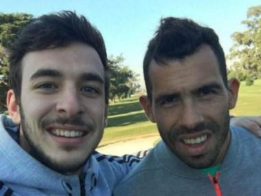 De licencia, Tevez se relaja en Uruguay jugando al golf.