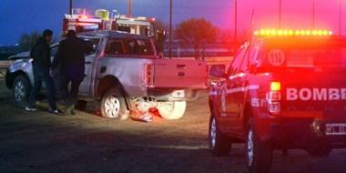 La camioneta Ford Ranger luego del accidente que dejó el saldo de una persona muerta y otra herida.
