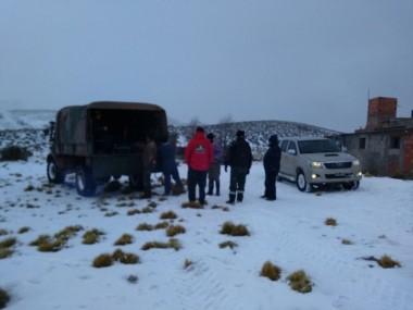 Con vehículos todo terreno se llegó a los pobladores