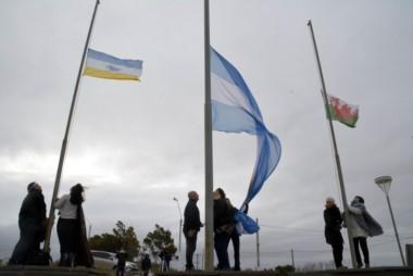 A primera hora se izaron las banderas en el sitio Punta Cuevas