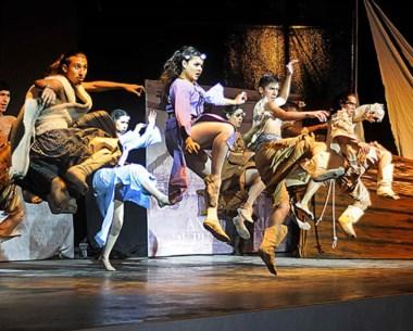 Baile. Una postal del muy colorido acto en la ciudad del Golfo.