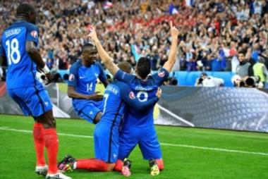 Francia despierta a Islandia de su sueño y se mete entre los cuatro mejores de su Eurocopa.