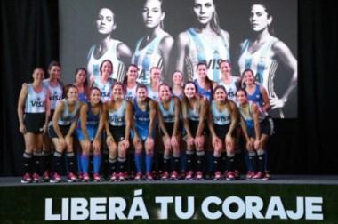 La madrynense Julia Gomes Fantasia participó ayer con Las Leonas de la presentación de la nueva camiseta.