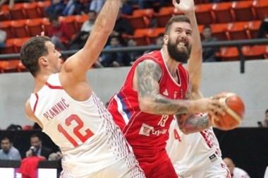 Tras un inicio impreciso, Serbia cambió el foco en el tercer cuarto para quedarse con el clásico balcánico.