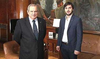 Ignacio Torres (derecha) en el encuentro en Buenos Aires con Lemus.