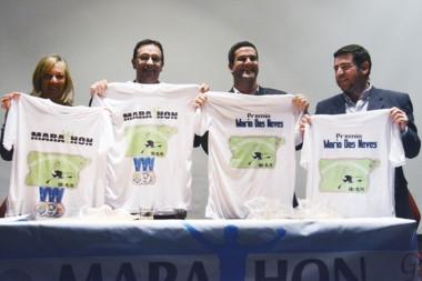 Los intendentes de las tres ciudades junto a Walter Ñonquepán, y las remeras de la competencia.