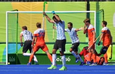 Los Leones sufrieron, lucharon y lograron un empate clave ante Holanda.