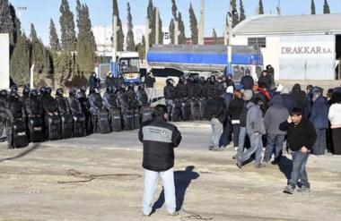 Un amplio operativo policial se realizó para poder asegurar que las unidades de Ceferino pudieran salir.