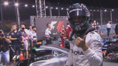 Rosberg festeja sus GP número 200 con la pole. Si gana la carrera se irá de Singapur como líder del campeonato.