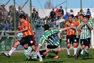 El Verde buscó pero no encontró el gol ante un complicado Cruz del Sur.