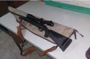 En otro procedimiento incautaron un fusil 308 a repetición con mira telescópica utilizado para la caza.