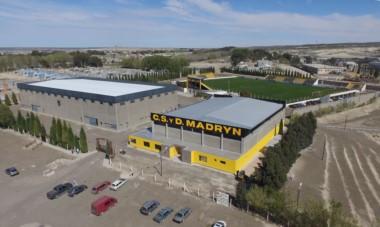 """Imponente imagen aérea de la infraestrucura del club Deportivo Madryn. Ahora con la incorporación del """"Palacio Aurinegro Junior""""."""