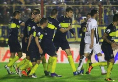Con goles de Tevez y Bou, Boca superó a Libertad en un amistoso jugado en Chaco.